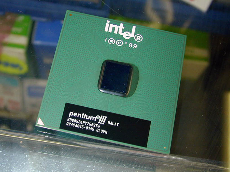 Pentium IIIに強力なライバル、I...