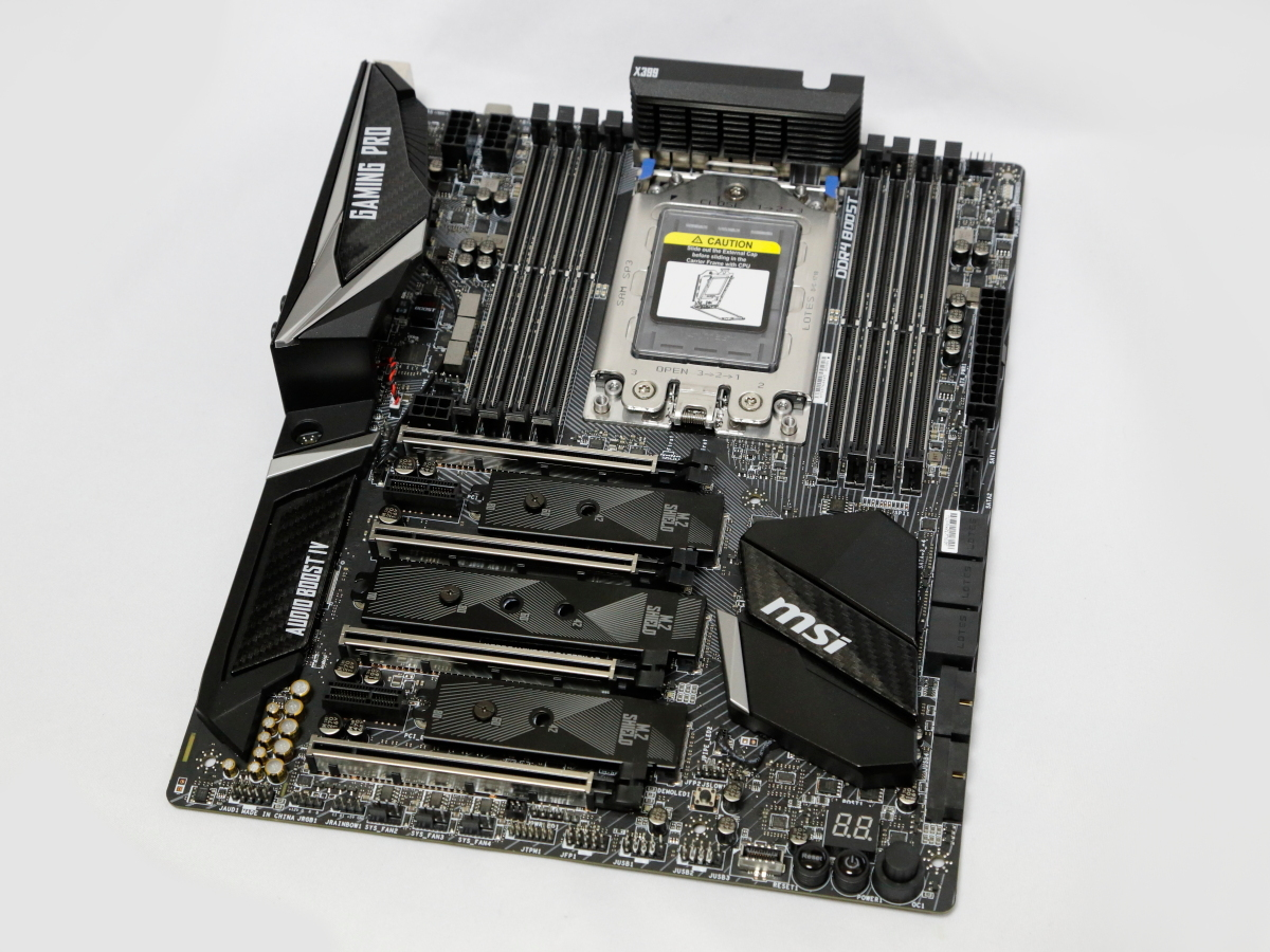 "Socket TR4対応マザーボード「<a href=""https://jp.msi.com/Motherboard/X399-GAMING-PRO-CARBON-AC.html"" class=""deliver_inner_content i"">MSI X399 GAMING PRO CARBON AC</a>」"