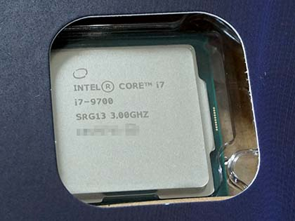 Core i7 9700 インテル