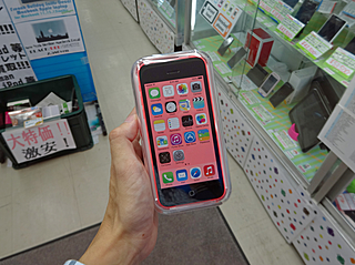 iPhone 5cのSIMフリー版も発売、直輸入品 SIMフリーiPhone 5sのシルバーモデルも登場