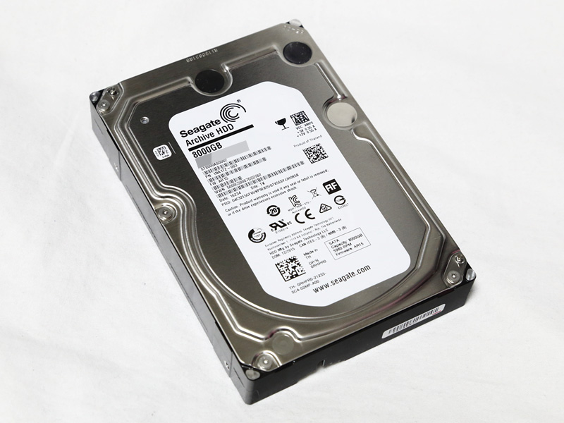 SMR技術採用のSeagate ST8000AS0002、インターフェースはSATA 6Gbps。